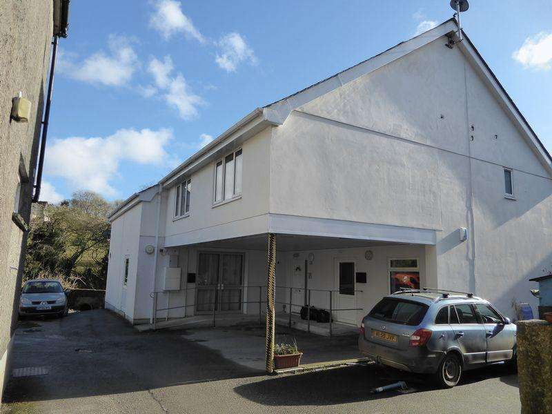 8 Bedrooms Apartment Flat for sale in Market Place, Camelford