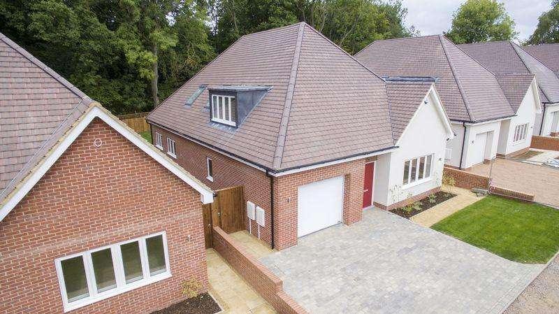 4 Bedrooms Detached House for sale in The Kestrels, Bricket Wood, St Albans