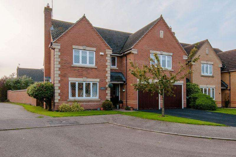 5 Bedrooms Detached House for sale in King Cup Close, Rushden