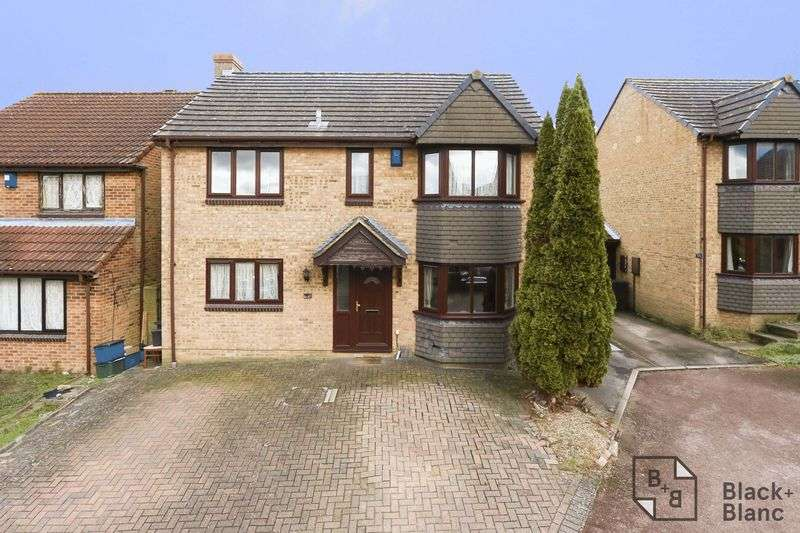 4 Bedrooms Property for sale in Iris Close, Shirley