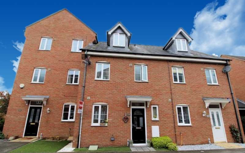 4 Bedrooms Town House for sale in Hopton Grove, Newport Pagnell, Buckinghamshire