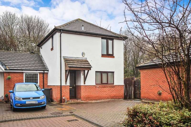 2 Bedrooms Semi Detached House for sale in High Bank Close, Leeds, LS15