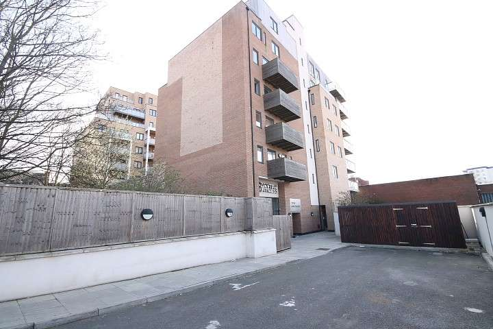2 Bedrooms Flat for sale in Topaz Apartments, High Street, Hounslow, TW3