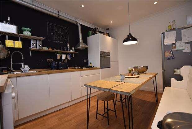 1 Bedroom Flat for sale in Top Floor Flat, Carrington Road, Bristol, BS3 2AQ