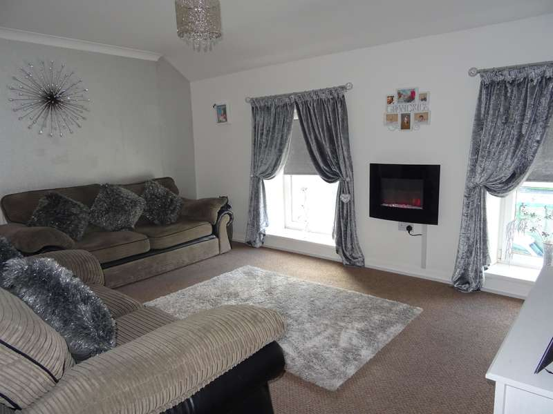 3 Bedrooms Flat for sale in Ogwy Street, Nantymoel, Bridgend, CF32 7SE
