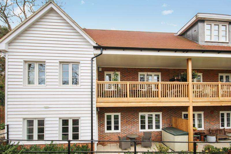 2 Bedrooms Apartment Flat for sale in CHEAM VILLAGE