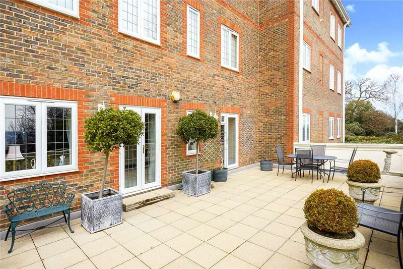 2 Bedrooms Flat for sale in Wray Mill House, Batts Hill, Reigate, Surrey, RH2