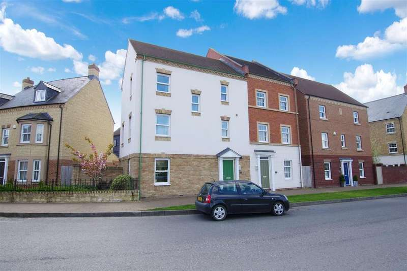4 Bedrooms Town House for sale in East Wichel Way, Witchelstowe, Swindon