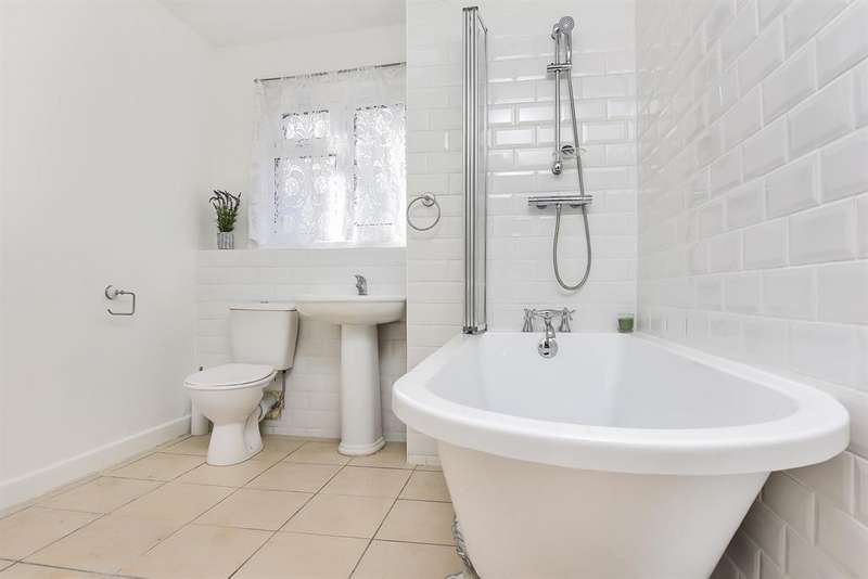 3 Bedrooms Semi Detached House for sale in Constitution Road, Chatham