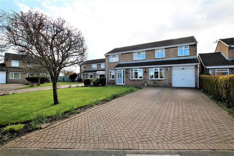 4 Bedrooms Detached House for sale in Carew Close, Yarm