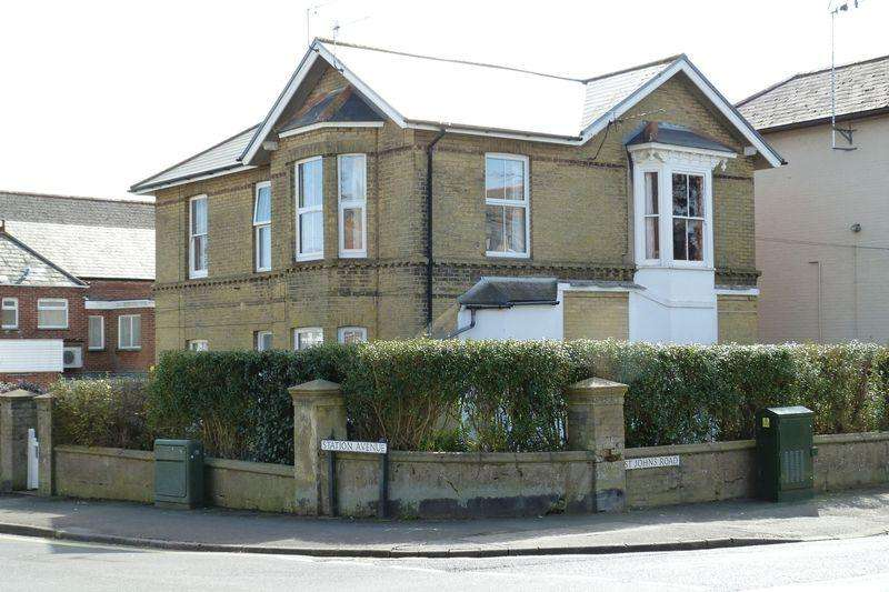 2 Bedrooms Apartment Flat for rent in Station Avenue, Sandown