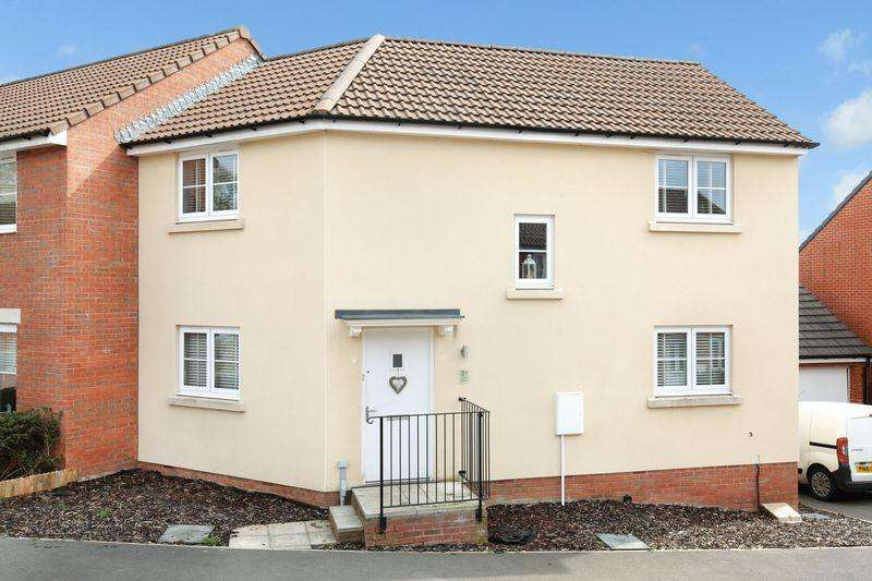 3 Bedrooms Semi Detached House for sale in Paxcroft Mead