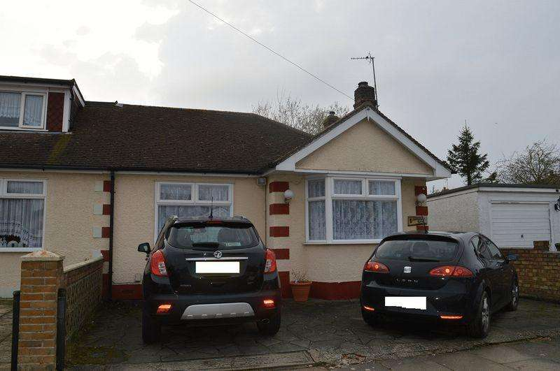 2 Bedrooms Bungalow for sale in Avondale Road, Basildon
