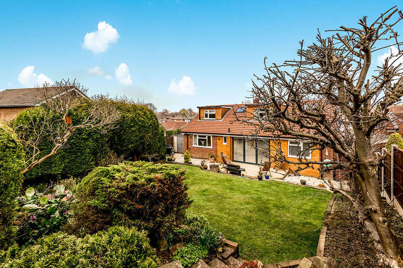 5 Bedrooms Detached Bungalow for sale in New Templegate, Leeds, LS15