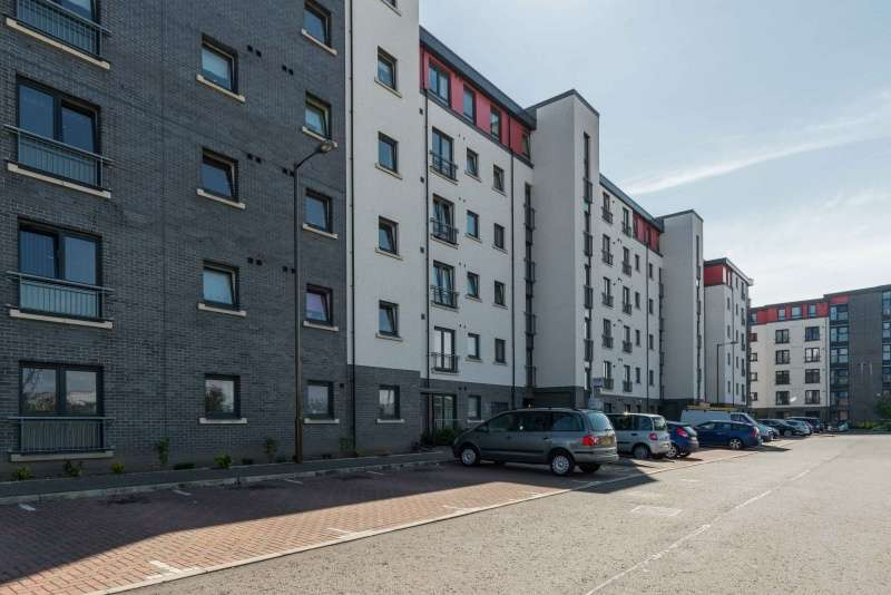 3 Bedrooms Ground Flat for sale in Tinto Place, Edinburgh, EH6 5FL