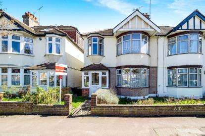 3 Bedrooms Semi Detached House for sale in London