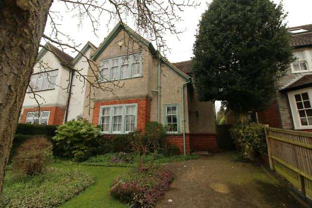 4 Bedrooms Semi Detached House for sale in Northcourt Avenue, Reading