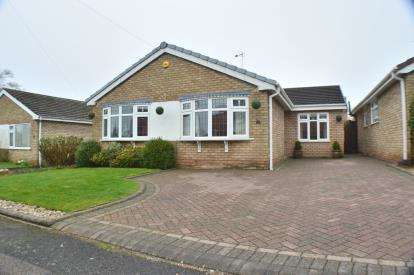 3 Bedrooms Bungalow for sale in Beecroft Avenue, Off Gaiafields Road, Lichfield, Staffordshire
