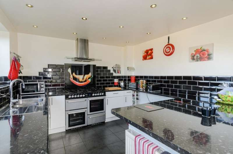 3 Bedrooms Detached House for sale in Talbot Road, Accrington, Lancashire, BB5 5EW