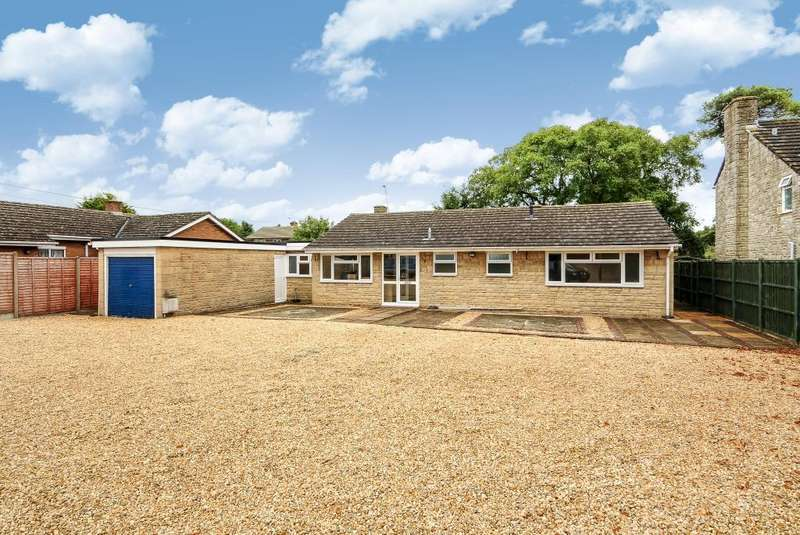 4 Bedrooms Detached Bungalow for sale in Carterton, Oxfordshire, OX18