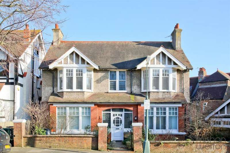 2 Bedrooms Flat for sale in Bigwood Avenue, Hove