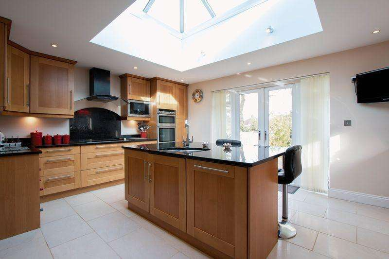 4 Bedrooms Semi Detached House for sale in Greenhayes Avenue, Banstead. SM7 2JQ