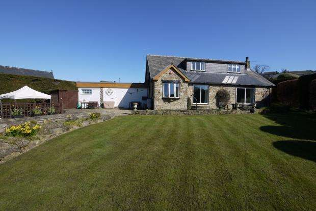 3 Bedrooms Detached House for sale in Vine Garth Clifton Brighouse