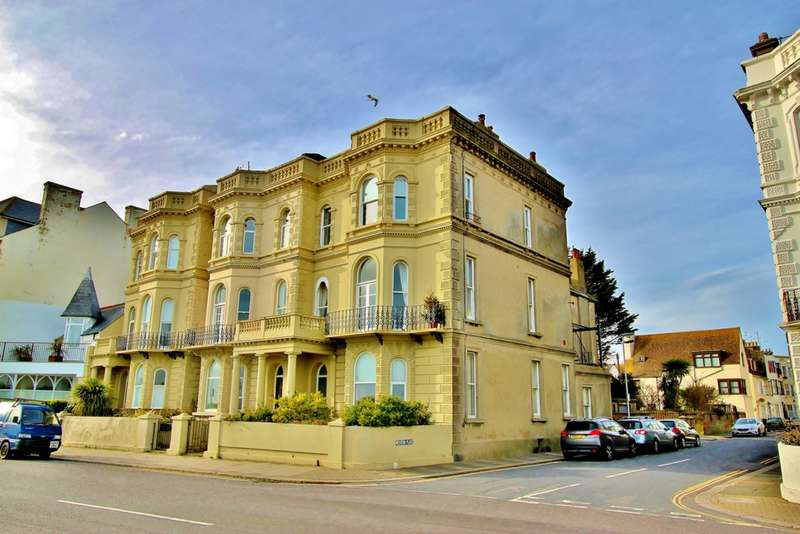 3 Bedrooms Penthouse Flat for sale in Marine Parade, Worthing, BN11