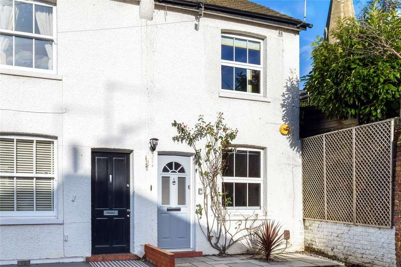 3 Bedrooms End Of Terrace House for sale in Wolsey Grove, Esher, Surrey, KT10