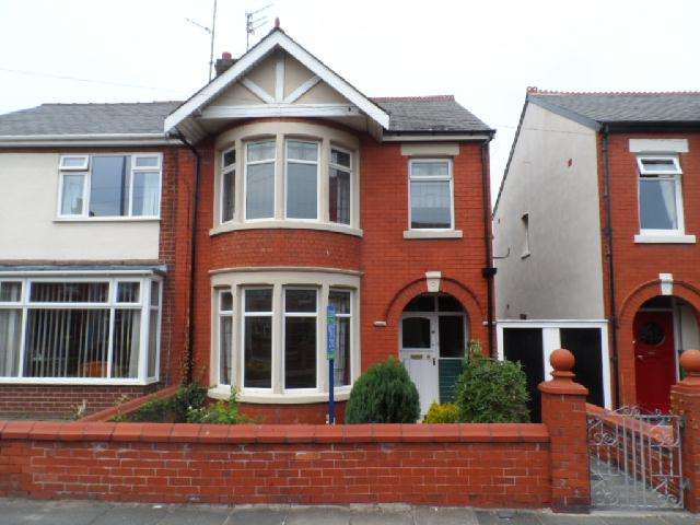 3 Bedrooms Semi Detached House for rent in Beechfield Avenue, Blackpool, FY3 9JE