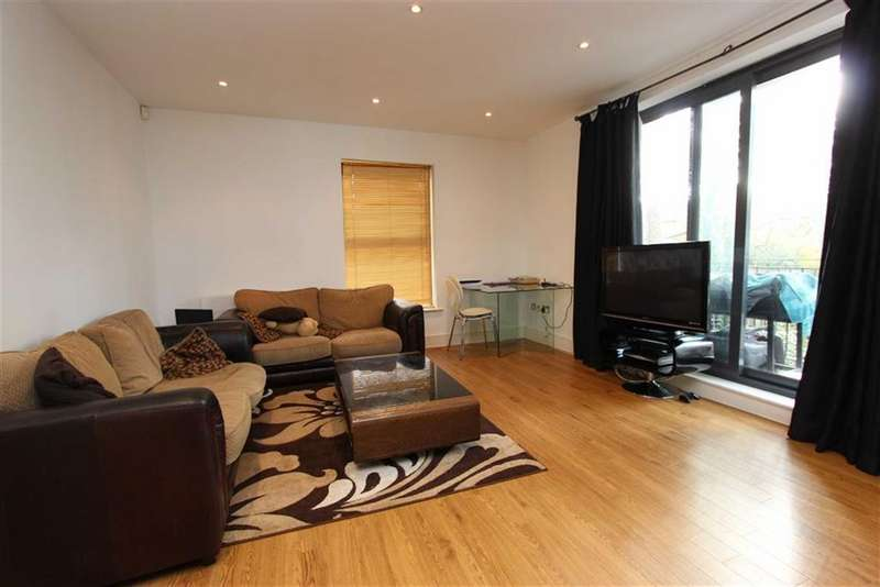 2 Bedrooms Flat for rent in Stefan House, Winchmore Hill, London