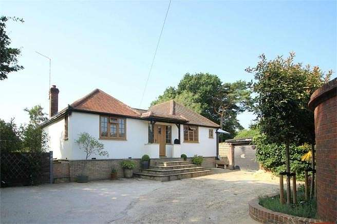 2 Bedrooms Detached Bungalow for sale in Mayford