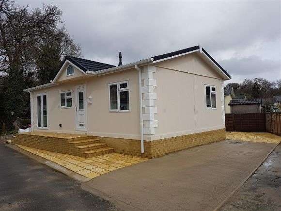 2 Bedrooms Property for sale in Oaklands, Hook Common, Hook
