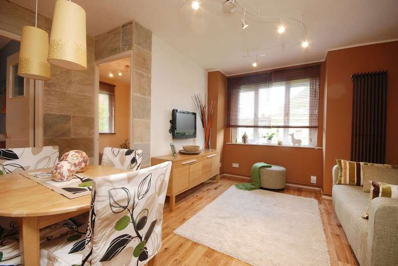 1 Bedroom Flat for sale in Brangwyn Crescent, Colliers Wood, SW19