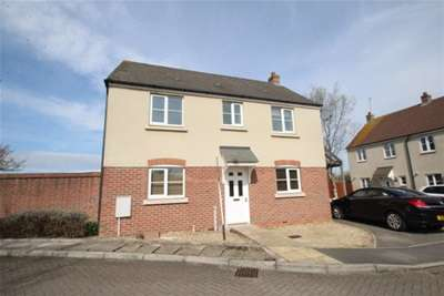3 Bedrooms House for rent in Clermont Close, Patchway, Bristol