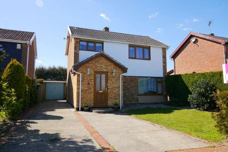 3 Bedrooms Detached House for sale in Shoals Walk, South Oulton Broad, Lowestoft