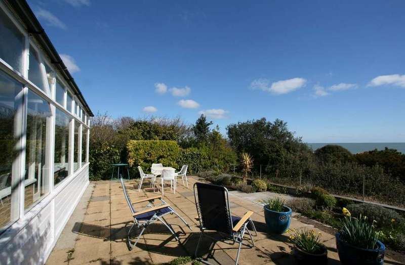 3 Bedrooms Detached Bungalow for sale in Church Cliff, Kingsdown