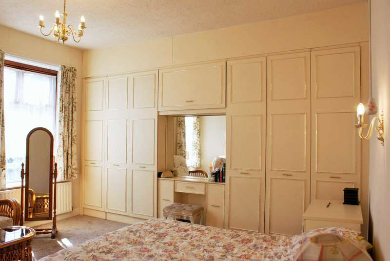 2 Bedrooms End Of Terrace House for sale in Longsight, Harwood