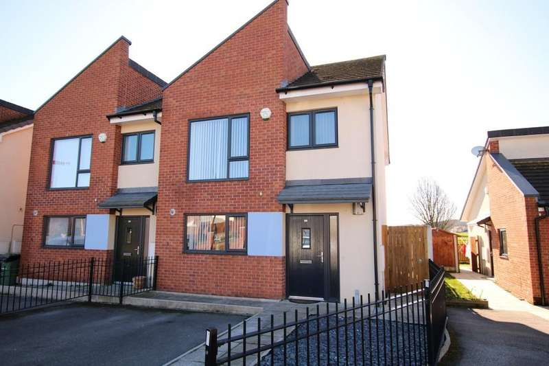 3 Bedrooms Semi Detached House for sale in Common Way, Crigglestone
