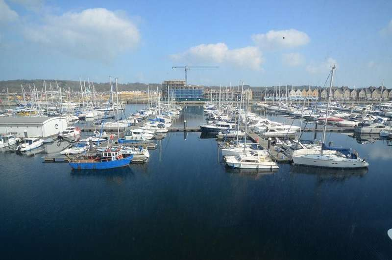 2 Bedrooms Apartment Flat for rent in Marina Point West Dock Head Road ME4