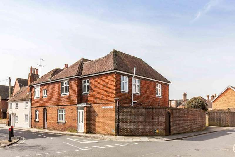 3 Bedrooms End Of Terrace House for sale in St. Martins Square, Chichester