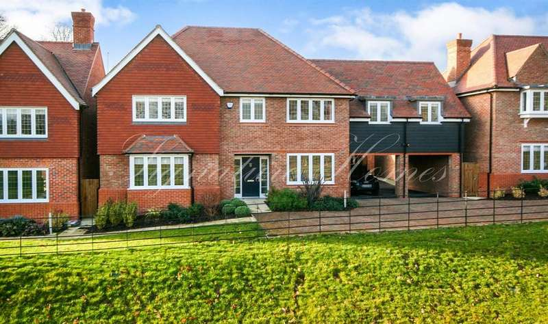 5 Bedrooms Detached House for sale in Bowlby Hill, Gilston