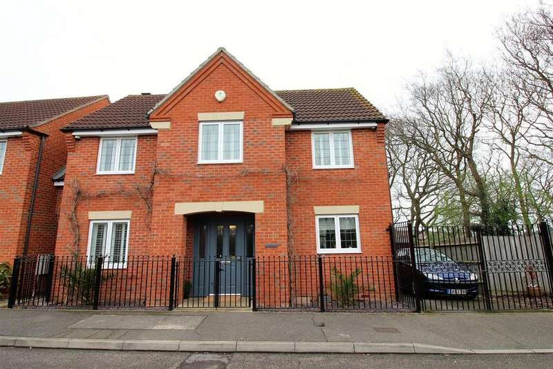 4 Bedrooms Detached House for sale in Mill Lane, Chafford Hundred, Grays