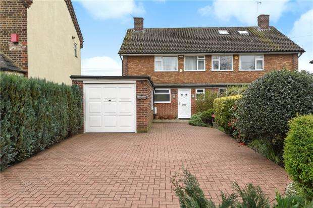 3 Bedrooms Semi Detached House for sale in Shortwood Common, Staines-upon-Thames, Surrey
