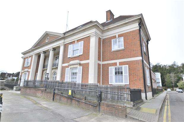 2 Bedrooms Flat for sale in Brighton Road, PURLEY, Surrey, CR8 4EX