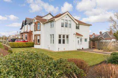 4 Bedrooms Detached House for sale in Cessnock Road, Troon