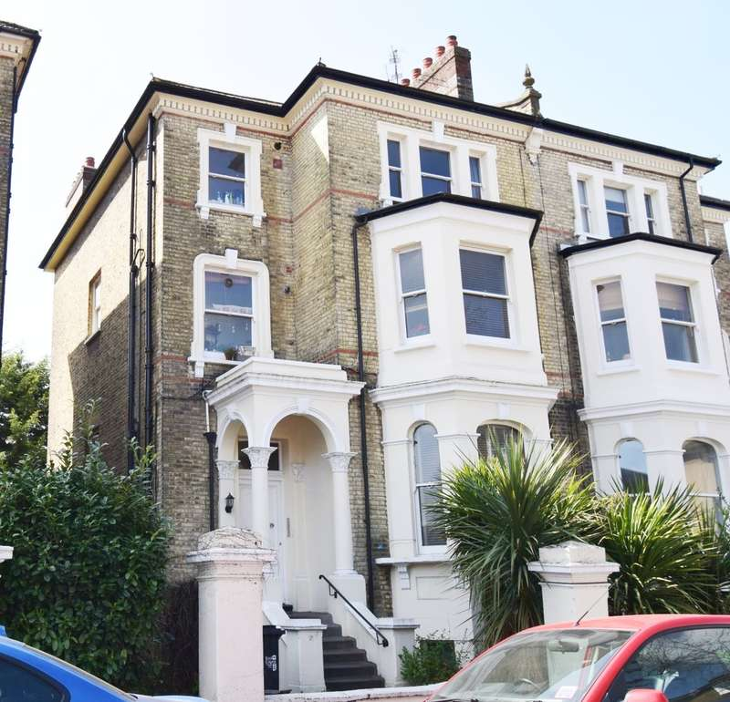 2 Bedrooms Ground Flat for sale in St. James Road, Surbiton, Surrey