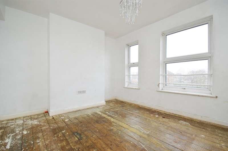 2 Bedrooms Flat for sale in Western Avenue, London