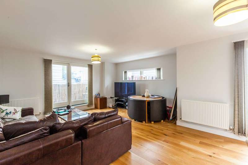 2 Bedrooms Flat for sale in Branch Place, Haggerston, N1