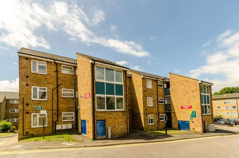2 Bedrooms Flat for sale in Claret Gardens, South Norwood, SE25